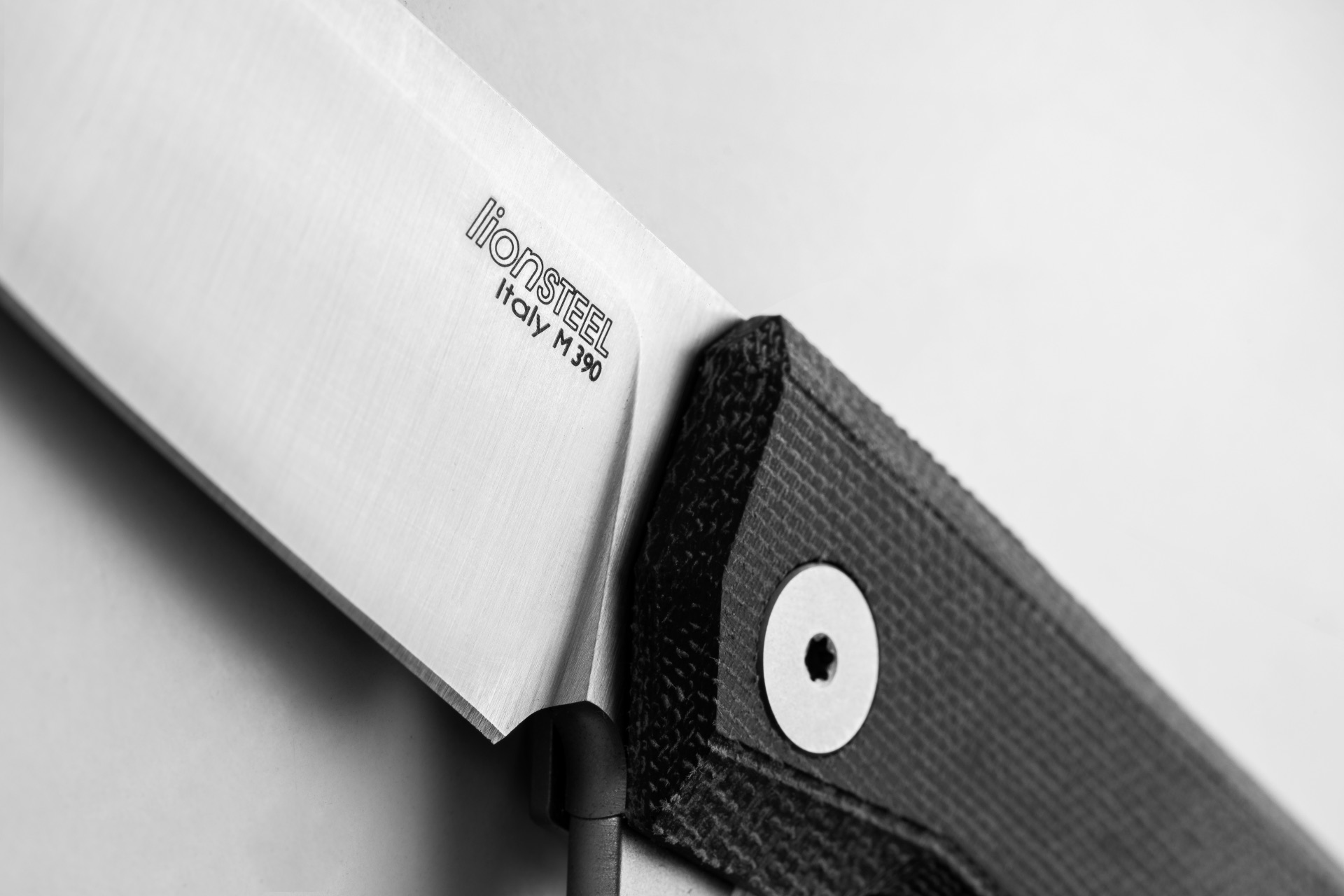 Нож LionSteel Myto Black canvas