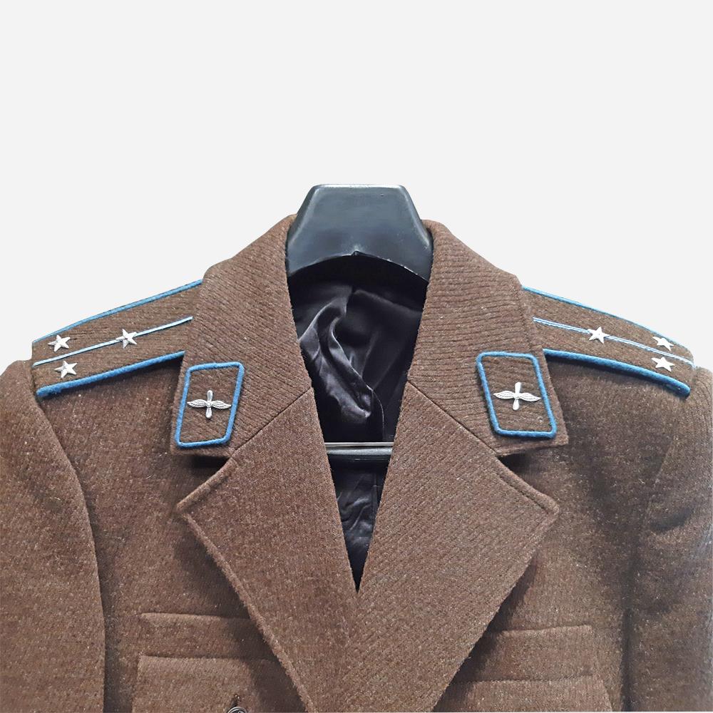 Зимна офицерска униформа от БНА